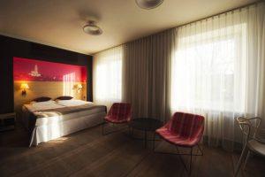 przestronny pokój sypialny hotel w Białymstoku